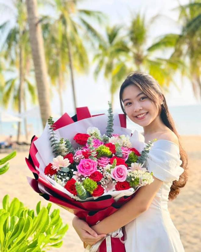 Sắc vóc tuổi 16 gây chú ý của ái nữ nhà MC Quyền Linh và bà xã đại gia - Ảnh 4.
