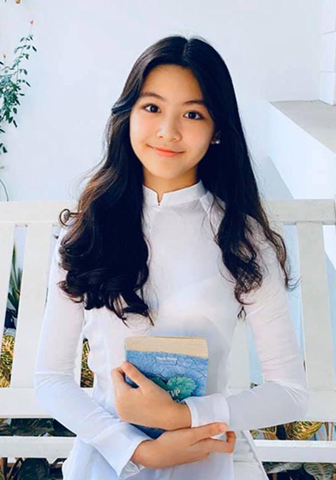 Sắc vóc tuổi 16 gây chú ý của ái nữ nhà MC Quyền Linh và bà xã đại gia - Ảnh 8.