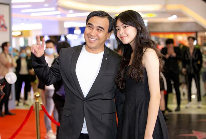 Sắc vóc tuổi 16 gây chú ý của ái nữ nhà MC Quyền Linh và bà xã đại gia - Ảnh 6.