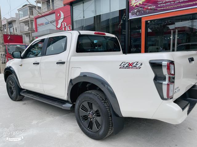 Isuzu D-Max chính thức cập bến đại lý, giá hơn 800 triệu đồng nhưng vẫn thua công nghệ Ford Ranger - Ảnh 2.