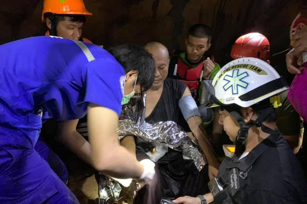 Trên đường hành hương, nhà sư Thái Lan bị mắc kẹt 3 ngày trong động lớn ngập nước và cuộc giải cứu ngoạn mục của 17 thợ lặn - Ảnh 1.