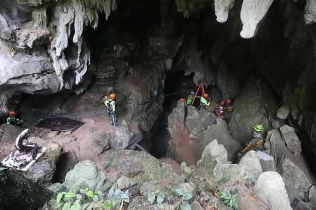 Trên đường hành hương, nhà sư Thái Lan bị mắc kẹt 3 ngày trong động lớn ngập nước và cuộc giải cứu ngoạn mục của 17 thợ lặn - Ảnh 3.