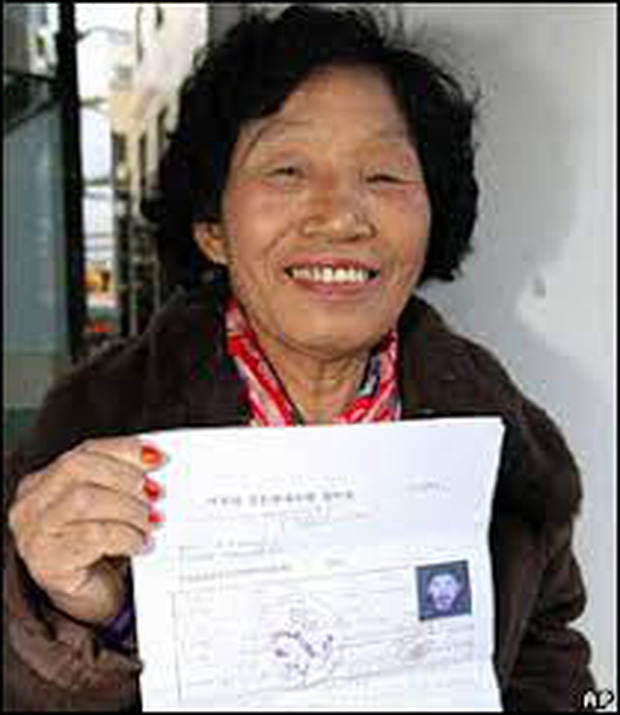 Cụ bà thi trượt bằng lái 959 lần, tới lần 960 mới đỗ ai ngờ được tặng luôn xế hộp để động viên - Ảnh 3.