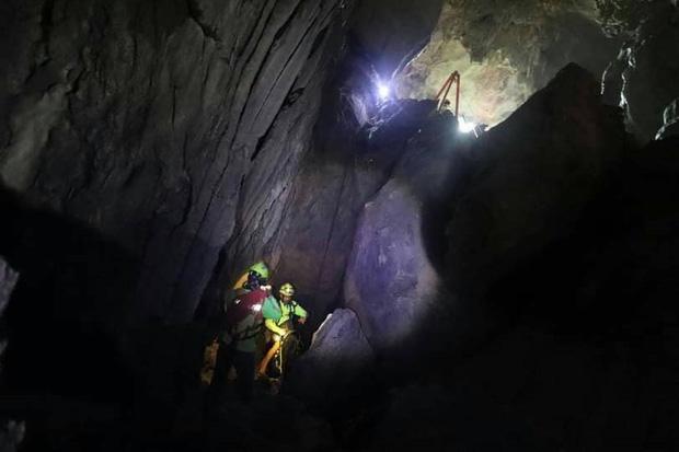 Trên đường hành hương, nhà sư Thái Lan bị mắc kẹt 3 ngày trong động lớn ngập nước và cuộc giải cứu ngoạn mục của 17 thợ lặn - Ảnh 4.