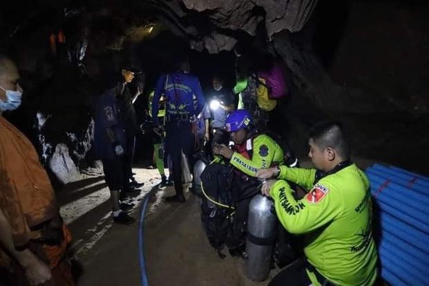 Trên đường hành hương, nhà sư Thái Lan bị mắc kẹt 3 ngày trong động lớn ngập nước và cuộc giải cứu ngoạn mục của 17 thợ lặn - Ảnh 6.