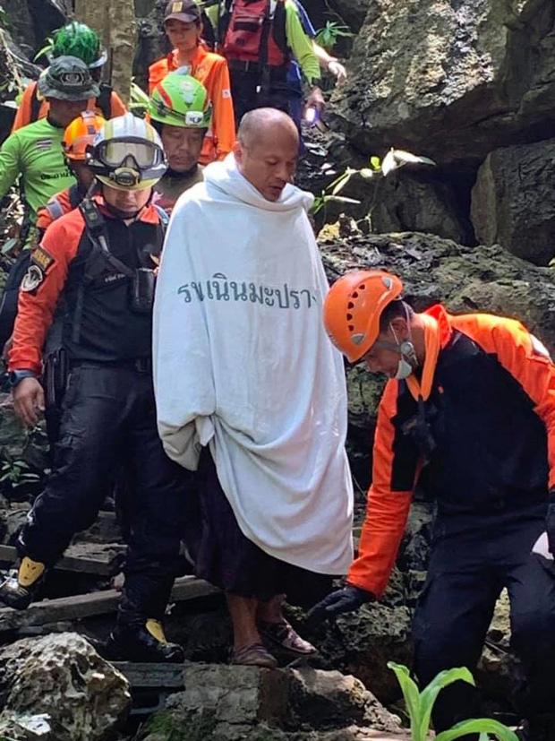Trên đường hành hương, nhà sư Thái Lan bị mắc kẹt 3 ngày trong động lớn ngập nước và cuộc giải cứu ngoạn mục của 17 thợ lặn - Ảnh 10.