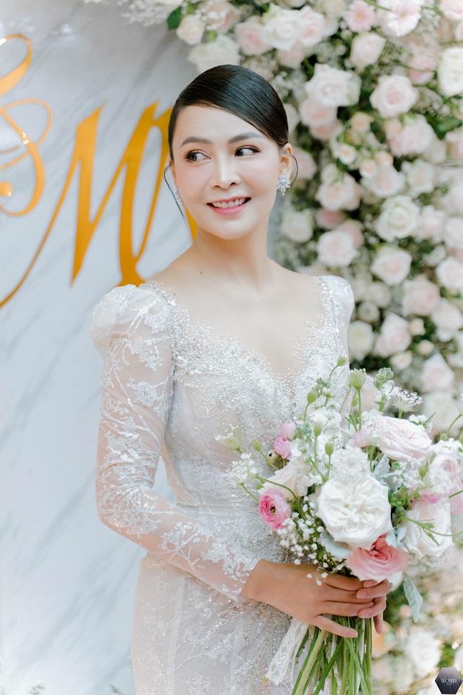 Dàn nghệ sĩ Việt dự đám cưới ca sĩ Mỹ Ngọc với chồng đại gia hơn 12 tuổi - Ảnh 4.
