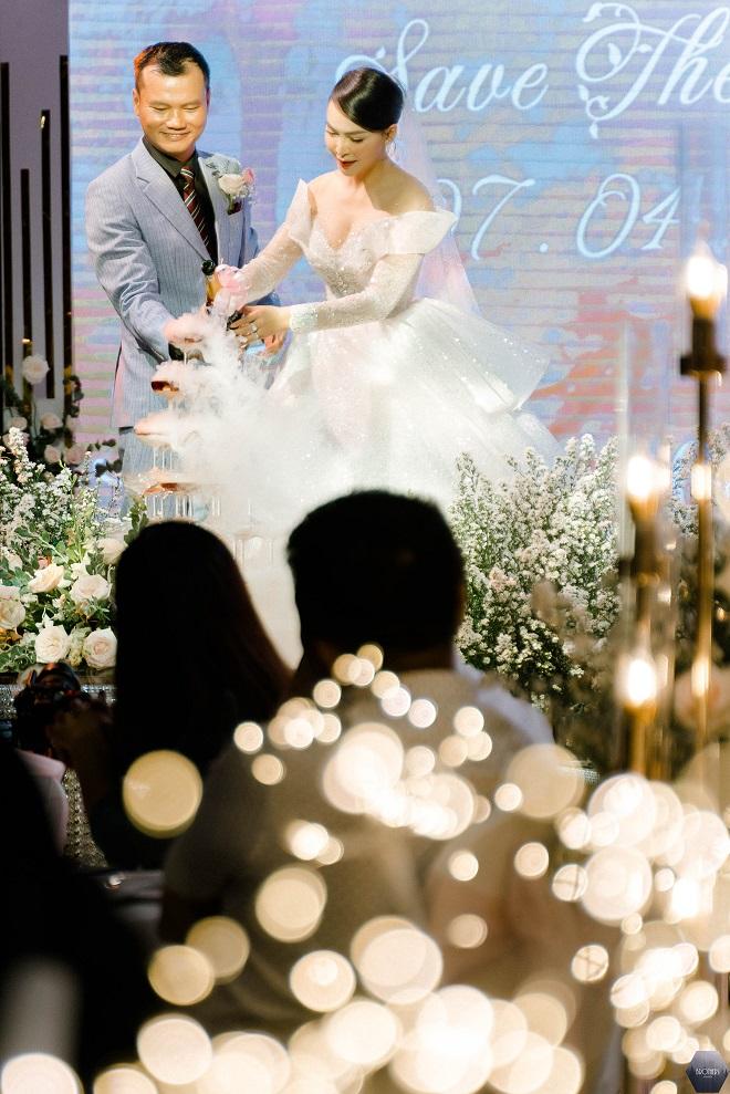 Dàn nghệ sĩ Việt dự đám cưới ca sĩ Mỹ Ngọc với chồng đại gia hơn 12 tuổi - Ảnh 2.