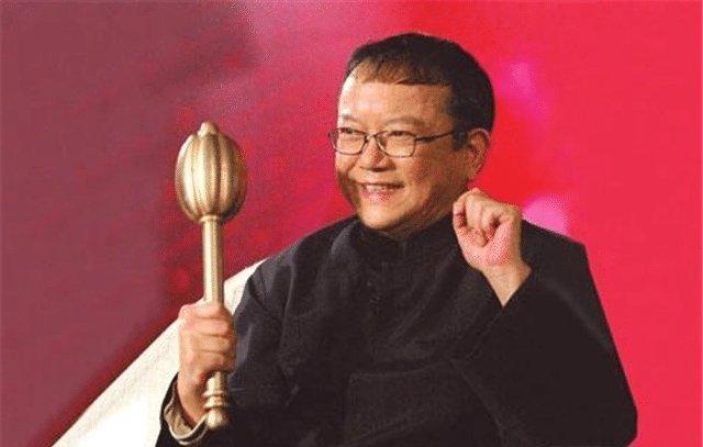 MC chương trình kiểm định đập vỡ nhầm cổ vật 700 tỷ đồng: Chương trình bị ngừng phát sóng, chấn động dư luận Trung Quốc - Ảnh 4.