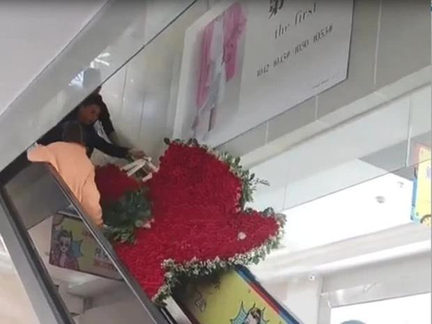 Thanh niên tặng vợ cũ trái tim làm từ 1314 bông hoa hồng nhưng giữa đường thì vỡ tim - Ảnh 3.
