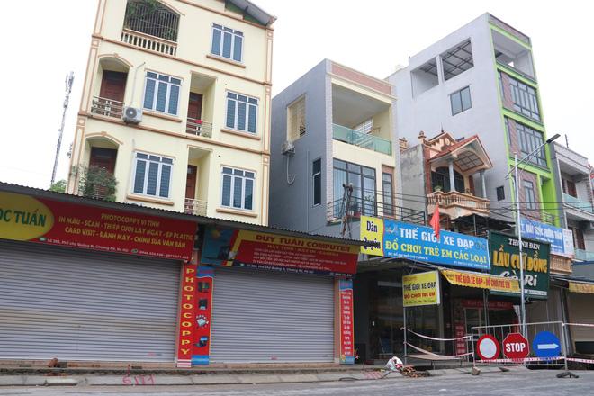 Hố tử thần xuất hiện ở Hà Nội đã lan rộng hơn 100m2, 20 hộ dân phải di dời - Ảnh 6.
