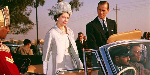 Nhìn lại những khoảnh khắc đẹp nhất của Hoàng thân Philip và Nữ hoàng Anh: Chuyện tình đôi đũa lệch cùng cuộc hôn nhân bền vững hơn 70 năm - Ảnh 12.
