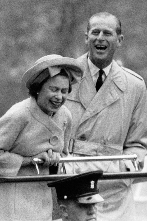 Nhìn lại những khoảnh khắc đẹp nhất của Hoàng thân Philip và Nữ hoàng Anh: Chuyện tình đôi đũa lệch cùng cuộc hôn nhân bền vững hơn 70 năm - Ảnh 13.