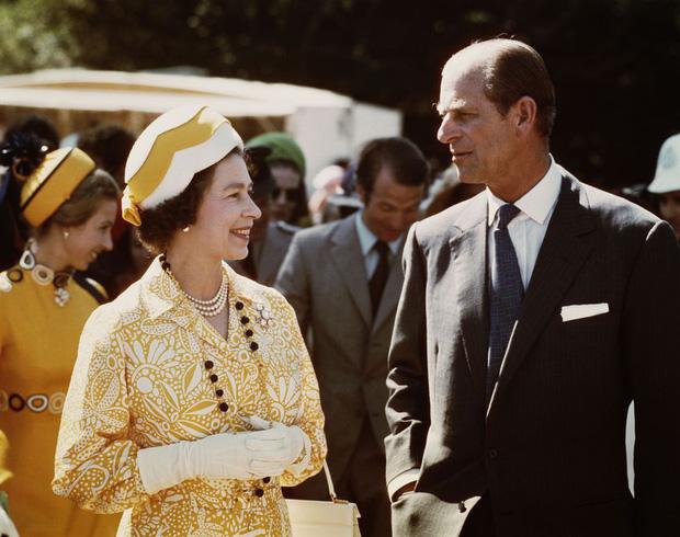 Nhìn lại những khoảnh khắc đẹp nhất của Hoàng thân Philip và Nữ hoàng Anh: Chuyện tình đôi đũa lệch cùng cuộc hôn nhân bền vững hơn 70 năm - Ảnh 21.