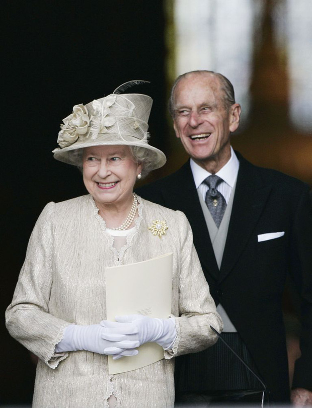 Nhìn lại những khoảnh khắc đẹp nhất của Hoàng thân Philip và Nữ hoàng Anh: Chuyện tình đôi đũa lệch cùng cuộc hôn nhân bền vững hơn 70 năm - Ảnh 26.