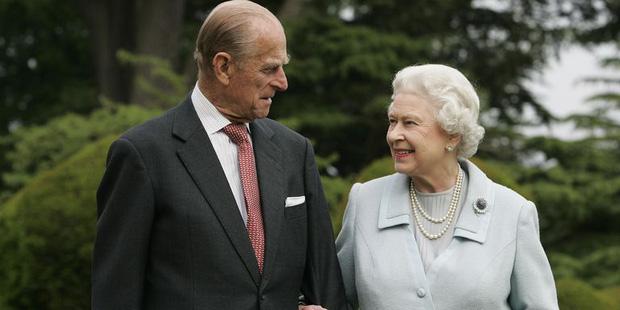 Nhìn lại những khoảnh khắc đẹp nhất của Hoàng thân Philip và Nữ hoàng Anh: Chuyện tình đôi đũa lệch cùng cuộc hôn nhân bền vững hơn 70 năm - Ảnh 27.