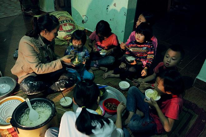 Bất ngờ với cuộc sống hiện tại của người phụ nữ 29 tuổi đẻ 8 con ở Hà Nội - Ảnh 9.