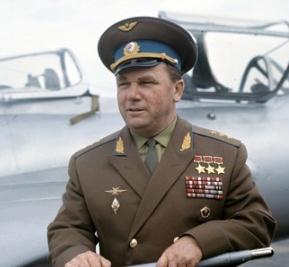 Phi công Liên Xô vĩ đại nhất, bất đắc dĩ bắn rơi tiêm kích tốt nhất của Mỹ - Ảnh 3.