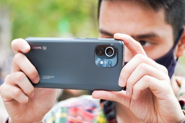 Hút khách dịp lễ, nhiều smartphone đẹp giảm giá mạnh để kích cầu - Ảnh 7.