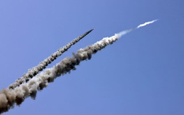 NÓNG: Hàng loạt rocket tới tấp tấn công Israel, dải Gaza rung chuyển - Đòn trả đũa khốc liệt đã bắt đầu - Ảnh 3.