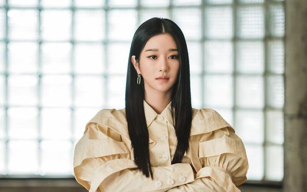 Baeksang 2021 gây tranh cãi: Seo Ye Ji dẫn đầu bất chấp phốt, Kim Soo Hyun - Song Joong Ki bị nam phụ Start Up cho 'ngửi khói' - ảnh 4