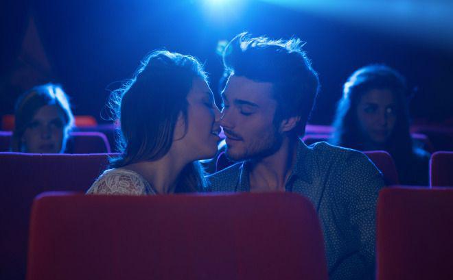 """Trở thành người yêu sau khi bị ép """"quan hệ"""" ở rạp chiếu phim, cô gái trẻ suy sụp đến mức muốn tự tử sau khi biết bộ mặt thật của bạn trai"""