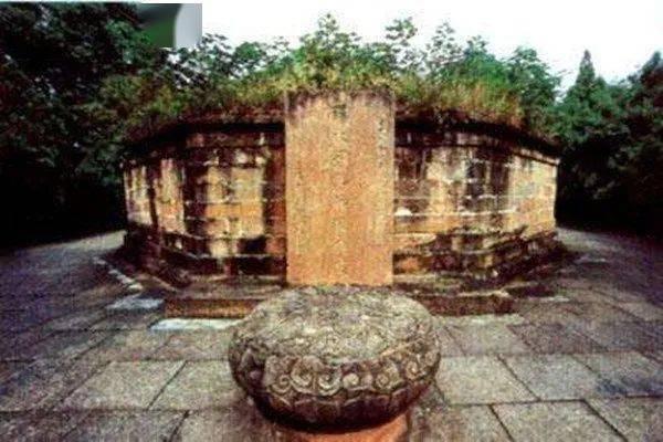 Bí ẩn gây tranh cãi về mộ Lưu Bị: Di hài cả tháng trời vẫn không phân hủy dù qua đời giữa mùa hè? - Ảnh 4.