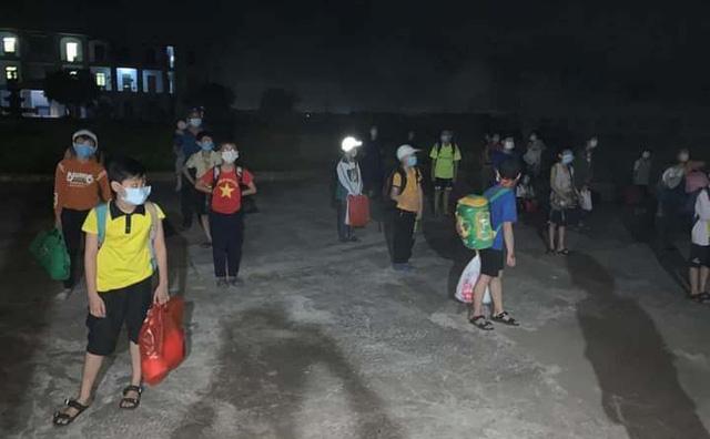Một người ở chung cư Đại Thanh - Hà Nội dương tính SARS-CoV-2; Việt Nam tiếp nhận 40 công dân do Trung Quốc trao trả - Ảnh 1.