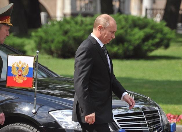 Chiếc xe người Nga mượn cho tổng thống Putin: Siêu khủng! - Ảnh 2.
