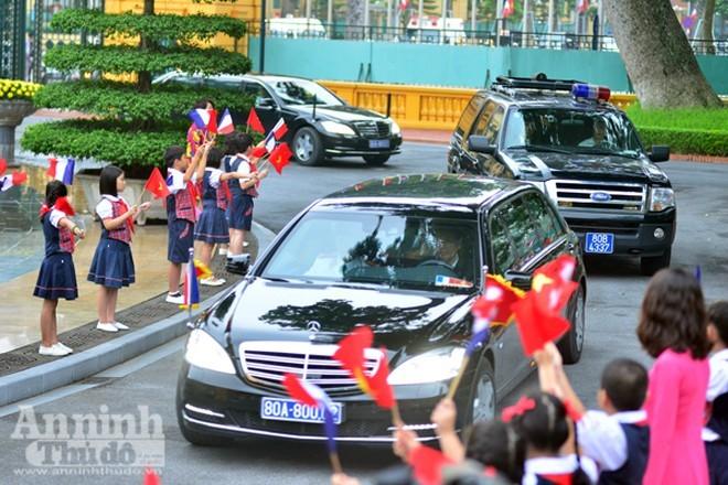 Chiếc xe người Nga mượn cho tổng thống Putin: Siêu khủng! - Ảnh 5.