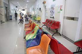Bệnh viện Nhi Trung ương: Thực hiện giãn cách giảm 1 nửa bệnh nhân đến khám để chống dịch Covid-19 - Ảnh 1.