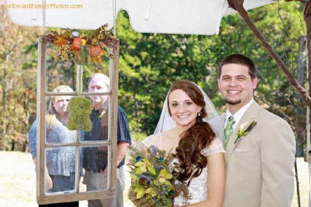 Tuyển tập những tấm ảnh cưới không đẹp tí nào nhưng chắc chắn cô dâu chú rể đều... vui tính - Ảnh 1.