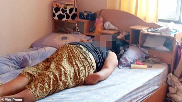 Kinh hãi phát hiện vợ nằm trên giường đột tử, người chồng khóc ngất khi biết thủ phạm chính là món quà mình vừa tặng 2 hôm trước - Ảnh 1.