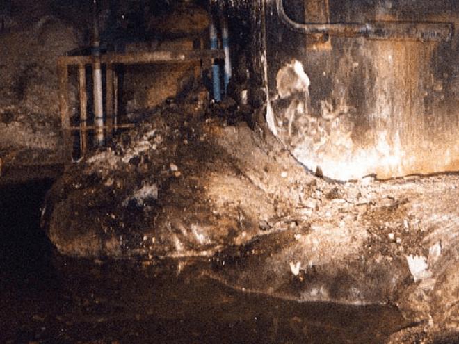 35 năm sau thảm họa, phản ứng hạt nhân âm ỉ trở lại ở lò phản ứng Chernobyl: Giống như than hồng trong lò nướng thịt - Ảnh 1.