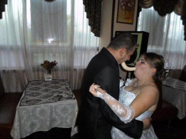 Tuyển tập những tấm ảnh cưới không đẹp tí nào nhưng chắc chắn cô dâu chú rể đều... vui tính - Ảnh 14.
