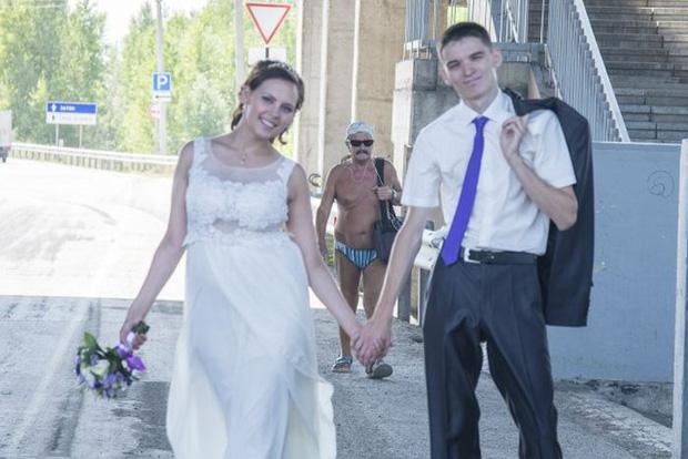 Tuyển tập những tấm ảnh cưới không đẹp tí nào nhưng chắc chắn cô dâu chú rể đều... vui tính - Ảnh 17.