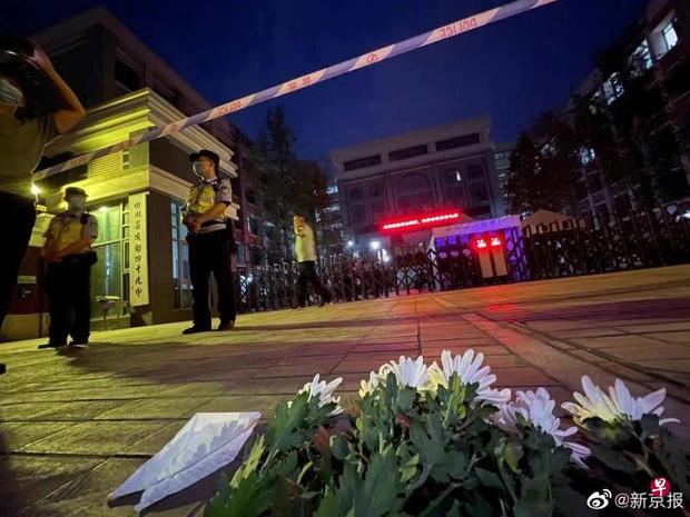 Nam sinh 17 tuổi ngã từ lầu cao tử vong, nhà trường lẫn cảnh sát đều hành động hết sức kỳ lạ khiến dư luận dậy sóng - Ảnh 5.