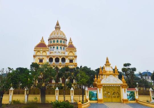 Nhà thiết kế triệu đô nổi tiếng nói: Trào lưu xây lâu đài tại Việt Nam quê mùa, như cái tô thập cẩm - Ảnh 3.