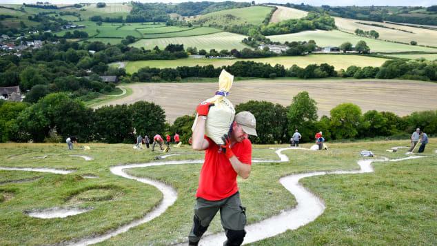 Hé lộ bí mật hình vẽ người khổng lồ nhìn rõ từ trên cao ở Anh - Ảnh 3.