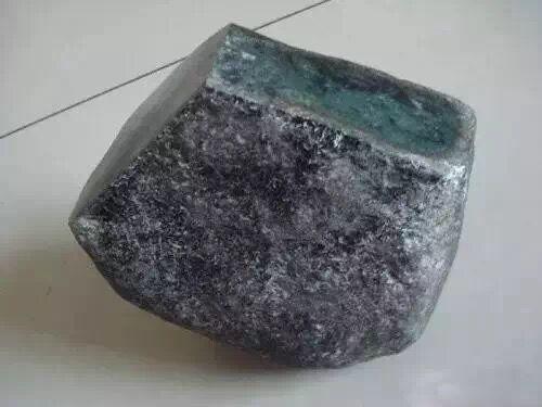 Trượt tay làm rơi hòn đá muối dưa 20kg, cả gia đình ngỡ ngàng khi chứng kiến điều kỳ diệu! - Ảnh 3.