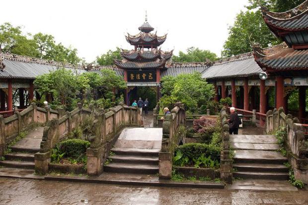 Đến phủ Khai Phong tham quan, du khách bất ngờ bị quân lính gông cổ đem đi xử tội vì lý do không ngờ - Ảnh 8.