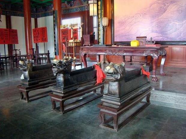 Đến phủ Khai Phong tham quan, du khách bất ngờ bị quân lính gông cổ đem đi xử tội vì lý do không ngờ - Ảnh 9.