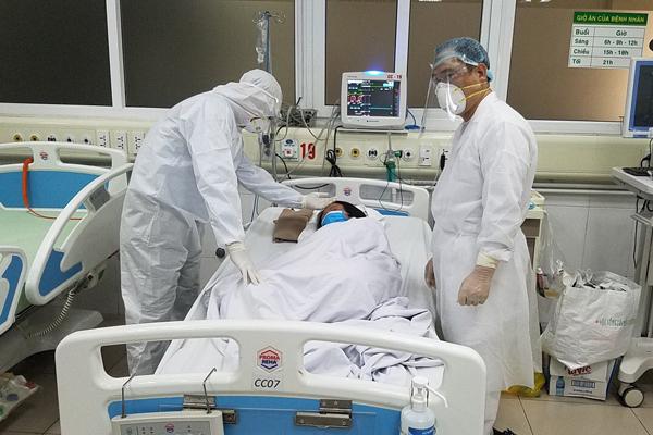 Một bác sĩ ở Hà Nội cùng mẹ và vợ dương tính SARS-CoV-2 - Ảnh 1.