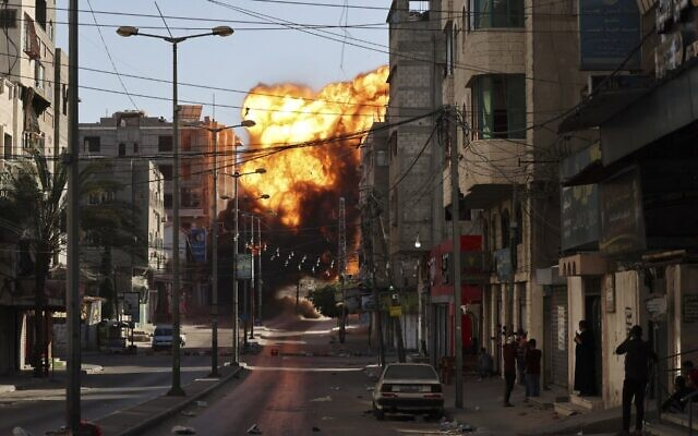 Rocket từ Syria bất ngờ nã vào Israel, chiến sự tiếp tục nóng - Thủ tướng Netanyahu thề sẽ không để lãnh đạo Hamas thoát khỏi vòng vây - Ảnh 1.