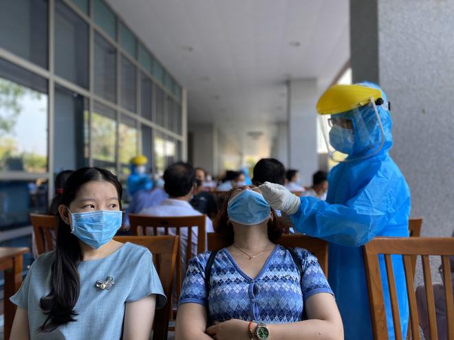 Bắc Giang phát hiện thêm rất nhiều công nhân dương tính SARS-CoV-2, Chủ tịch tỉnh yêu cầu hỏa tốc điều tra nguyên nhân - Ảnh 1.