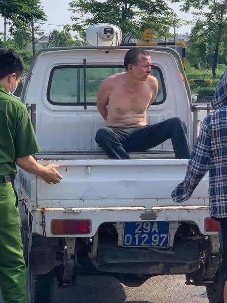 Nóng: Tên cướp đâm tài xế taxi là kẻ đâm chết con trai tiệm cầm đồ ở Thanh Hoá rồi trốn truy nã - Ảnh 1.