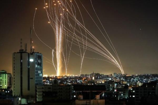 """Tên lửa Hamas đánh thẳng vào tử huyệt phòng thủ Israel: """"Khe cửa hẹp thần thánh"""" đã bị lọt qua! - Ảnh 3."""