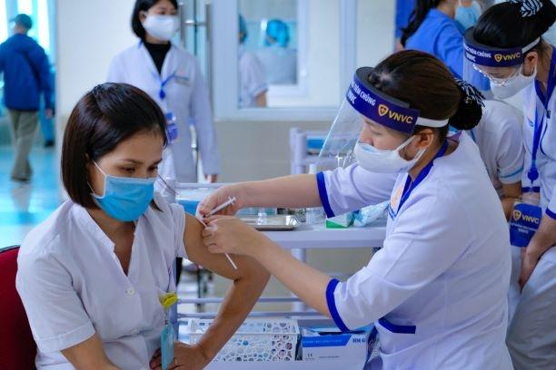 GS Nguyễn Tuấn: Giữa mắc Covid-19, nhập viện, thở máy và tiêm vaccine bạn chọn cái nào? 4 lý do để chọn AstraZeneca - Ảnh 4.