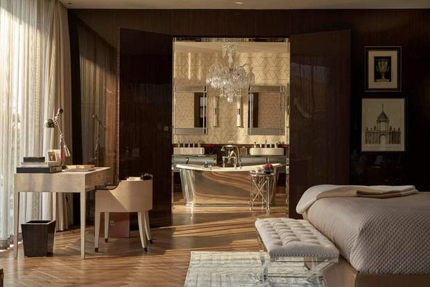 Nhà Thái Công thiết kế tiếp tục bị chê: Không phải cứ mua đồ đắt tiền mới là đẹp, sàn nhà tắm bằng gỗ thì xả nước thế nào? - Ảnh 1.