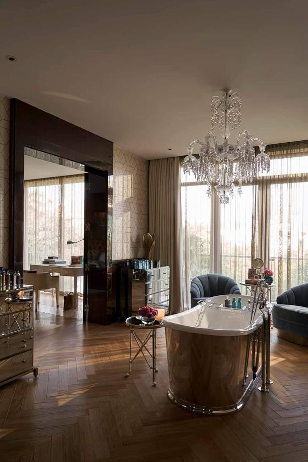 Nhà Thái Công thiết kế tiếp tục bị chê: Không phải cứ mua đồ đắt tiền mới là đẹp, sàn nhà tắm bằng gỗ thì xả nước thế nào? - Ảnh 2.